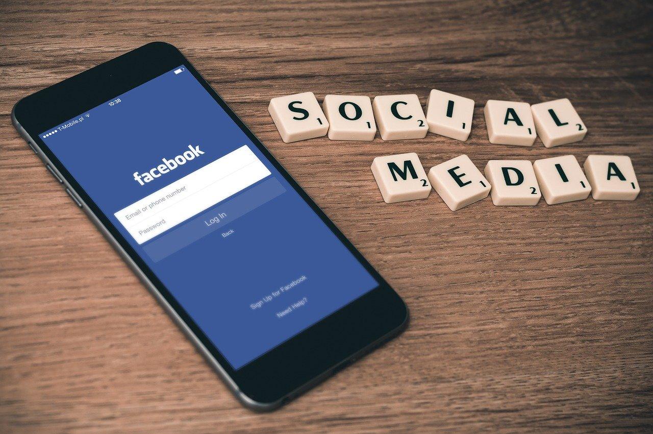 social media, facebook, smartphone